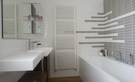 Giovanna Talocci, private house in Cesena. Paper washbasin and bath tub by Teuco